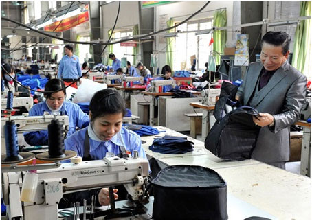 Leather products were manufactured at Ladoda Company for export to markets including Japan, Korea and the US. Trade counselors forecast that exports of Vietnamese goods are expected to rise this year. — VNA/VNS Photo Thanh Ha